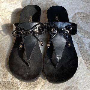 Vionic Della T Strap Sandal w/Bow Black 8 LIKE NEW